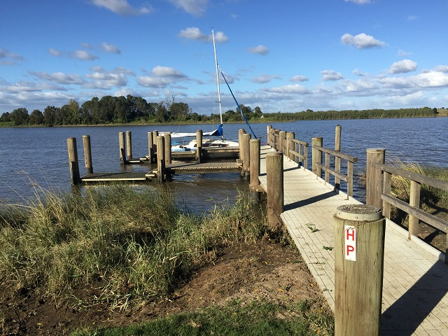 The jetty at Corcoran Park, Grafton. Quite disappointing after the excellent pontoons we've had everywhere else on the river.
