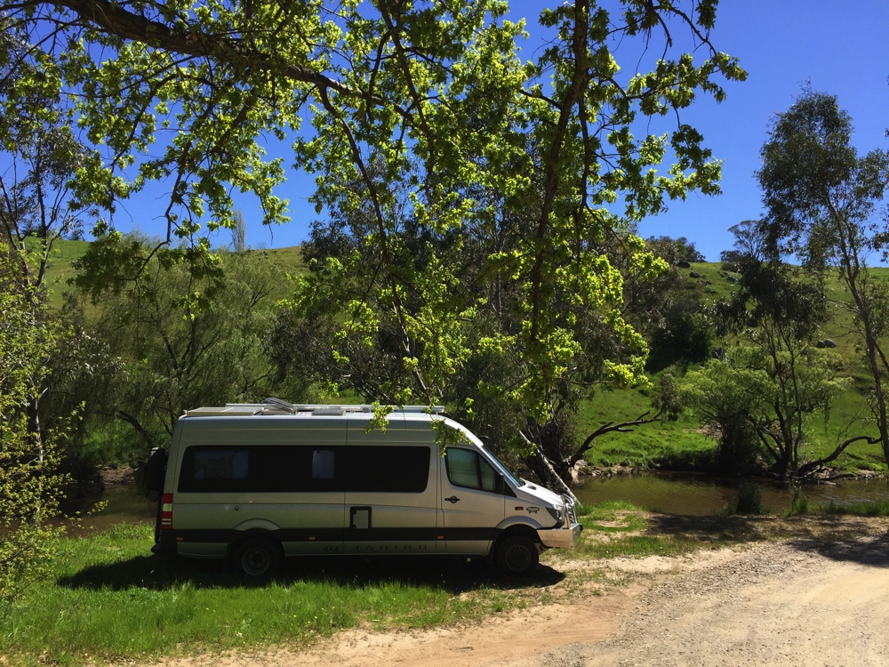 A beautiful free camp alongside the Yass River. Quiet and very relaxing.