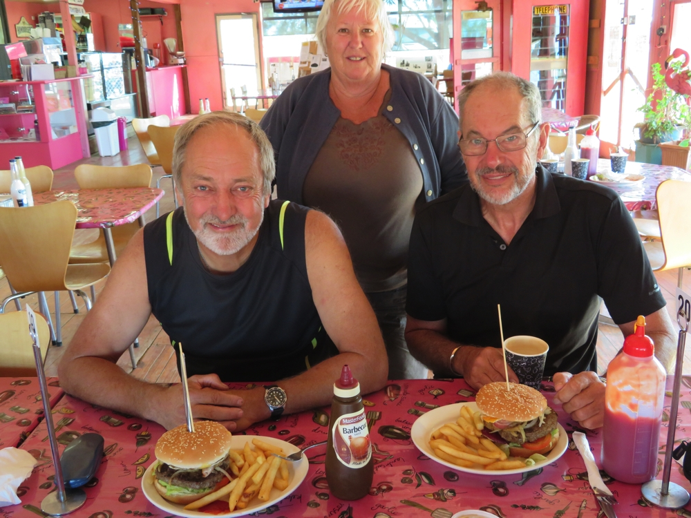 The report came in that the Oodnaburgers were excellent! Ken, Wendy and Steve.