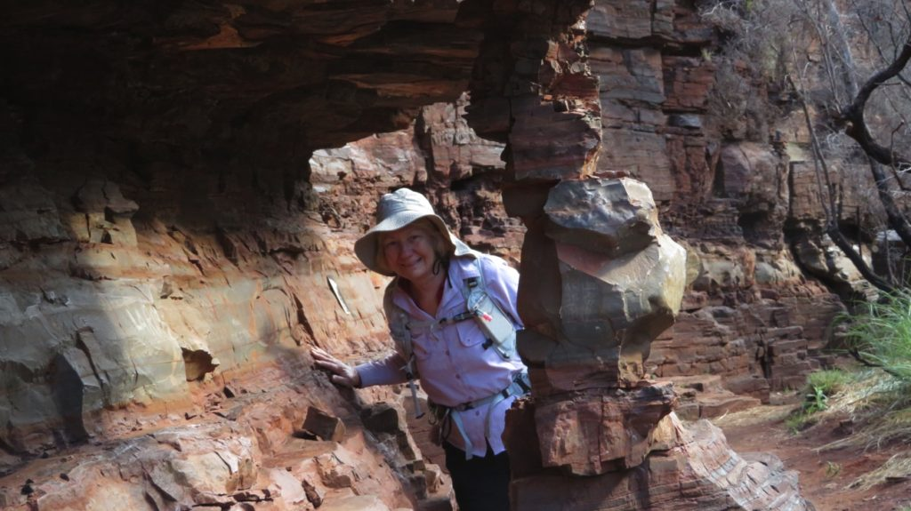 I didn't stay long under that overhanging rock - the pillar support didn't look that secure. Dales Gorge.