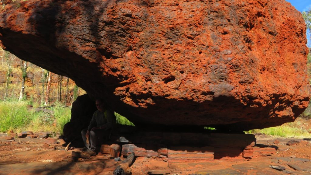 Yes, that's Steve in there holding up that rock! This is a good example of the two different types of rock in Dales Gorge - the large boulder is one kind and it's balancing on the slate-like compressed layers of the other kind of rock.
