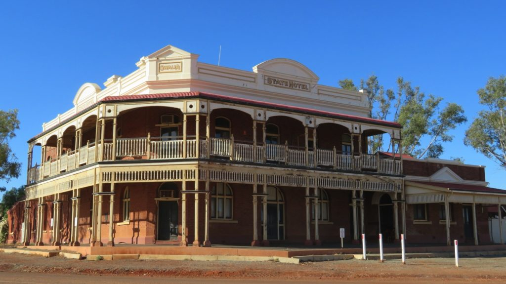 This is the magnificent Gwalia Hotel, opened in 1903 and closed in 1964 when the Gwalia Gold Mine closed.